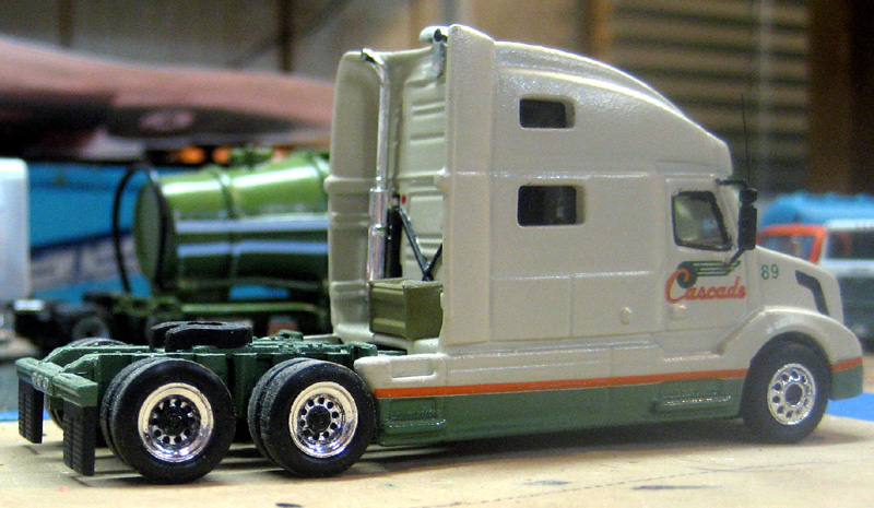 Cascade Paper Volvo VNL780 Truck Tractor